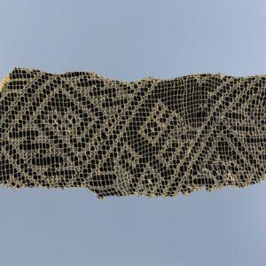 鳥・ヘビ文様刺繍レース裂