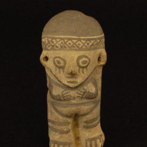 白地黒彩女性土製人形