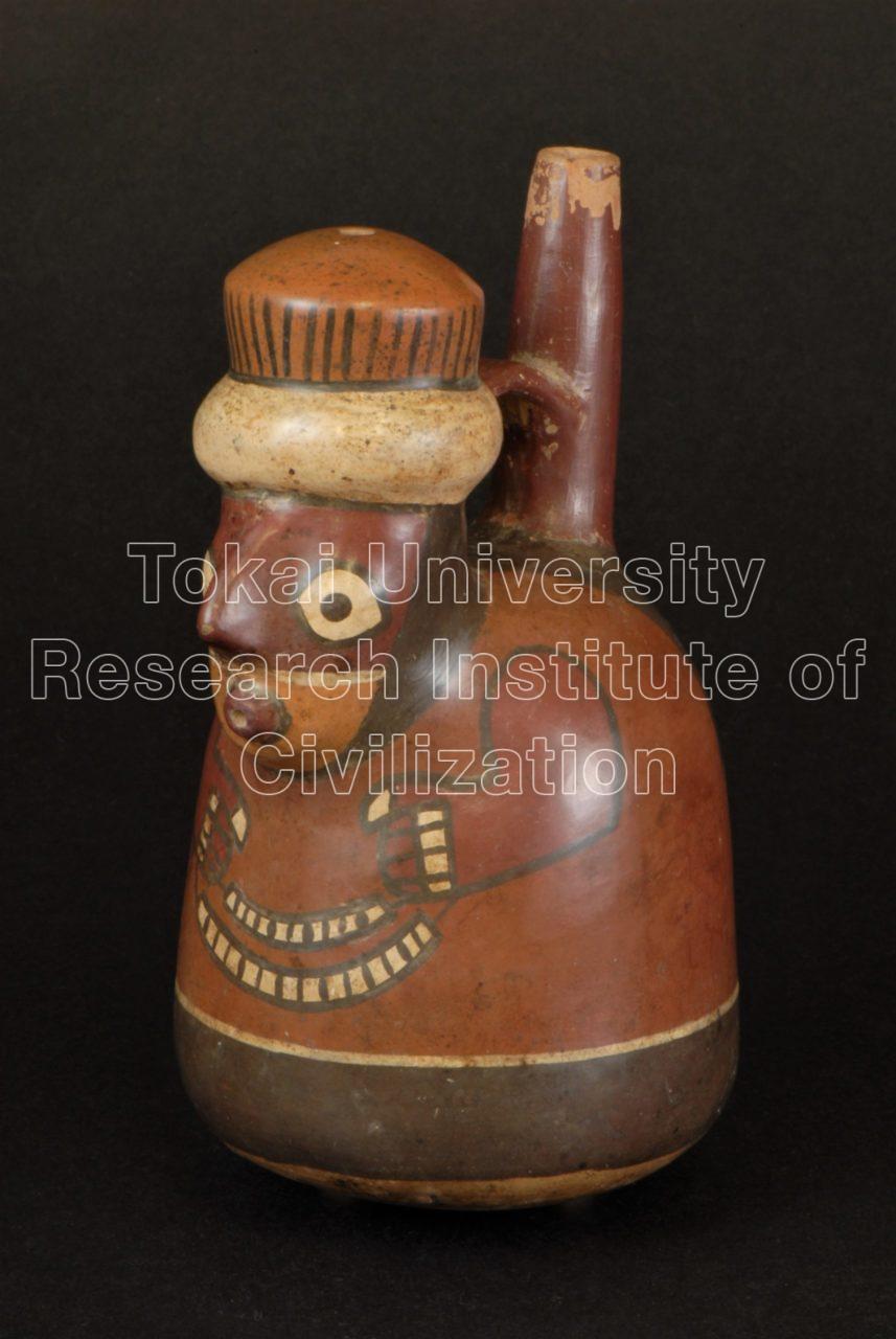 ガラガラを持った男性象形把手付単注口壺