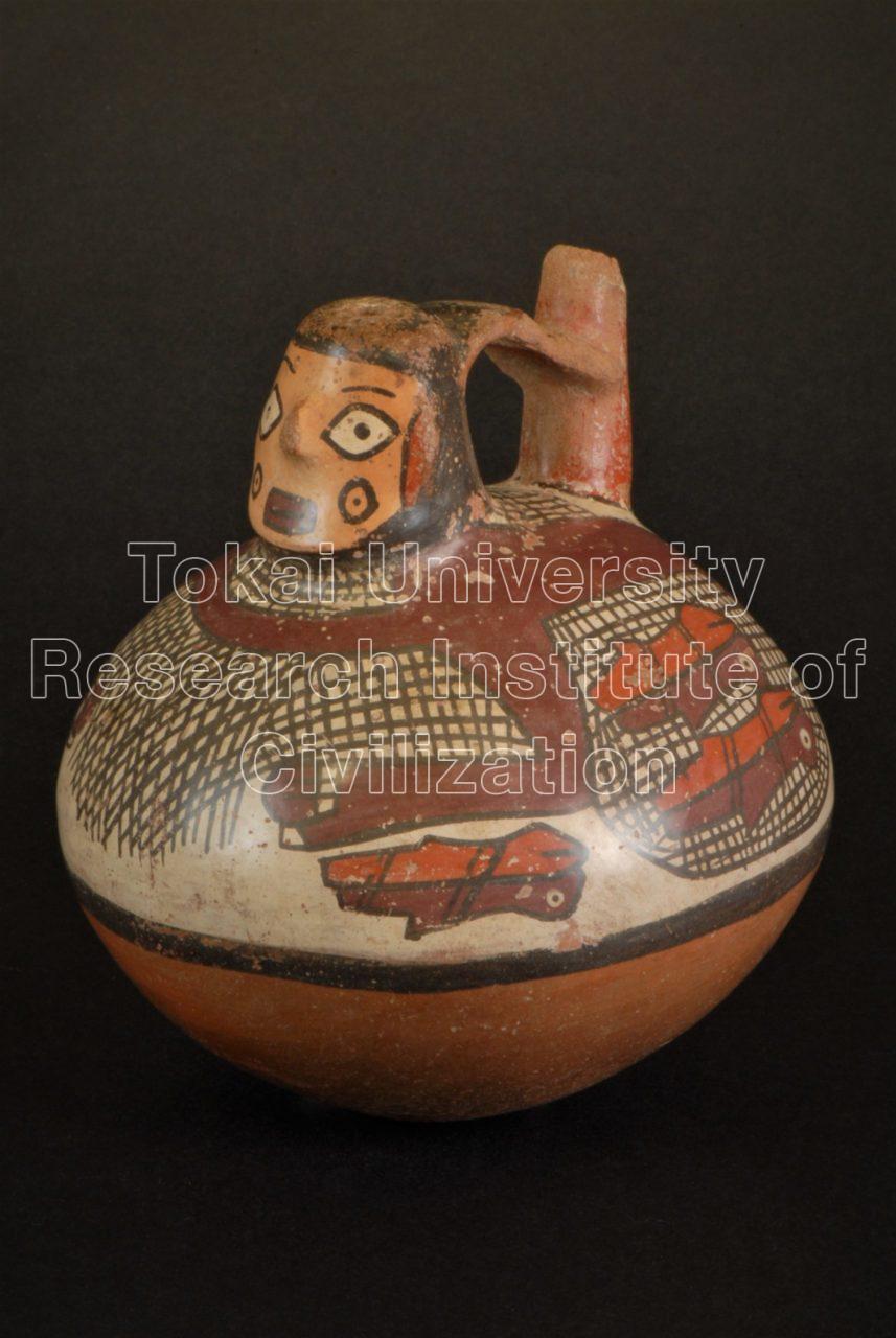 漁労網と魚彩画人頭飾杷手付単注口壺