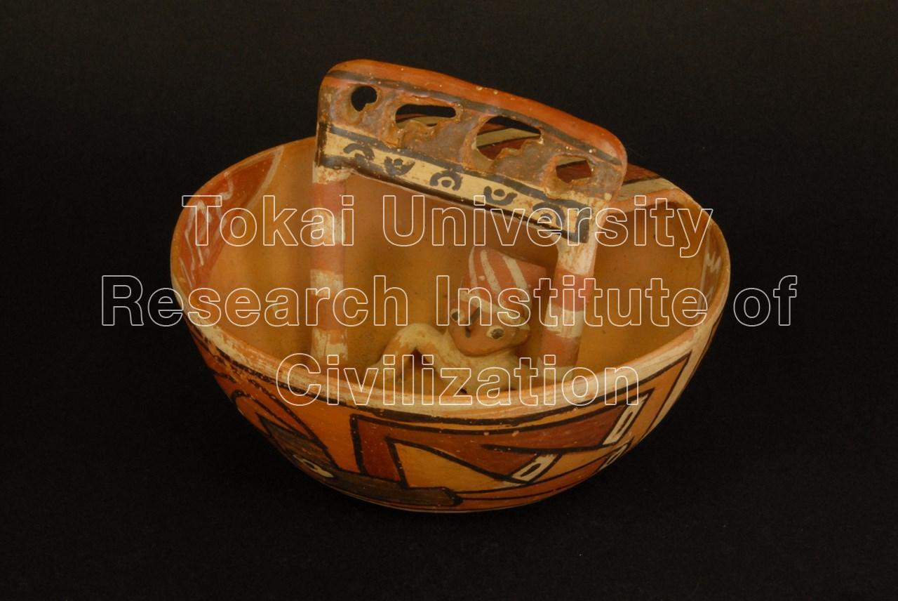 神殿・人物飾り付き鉢