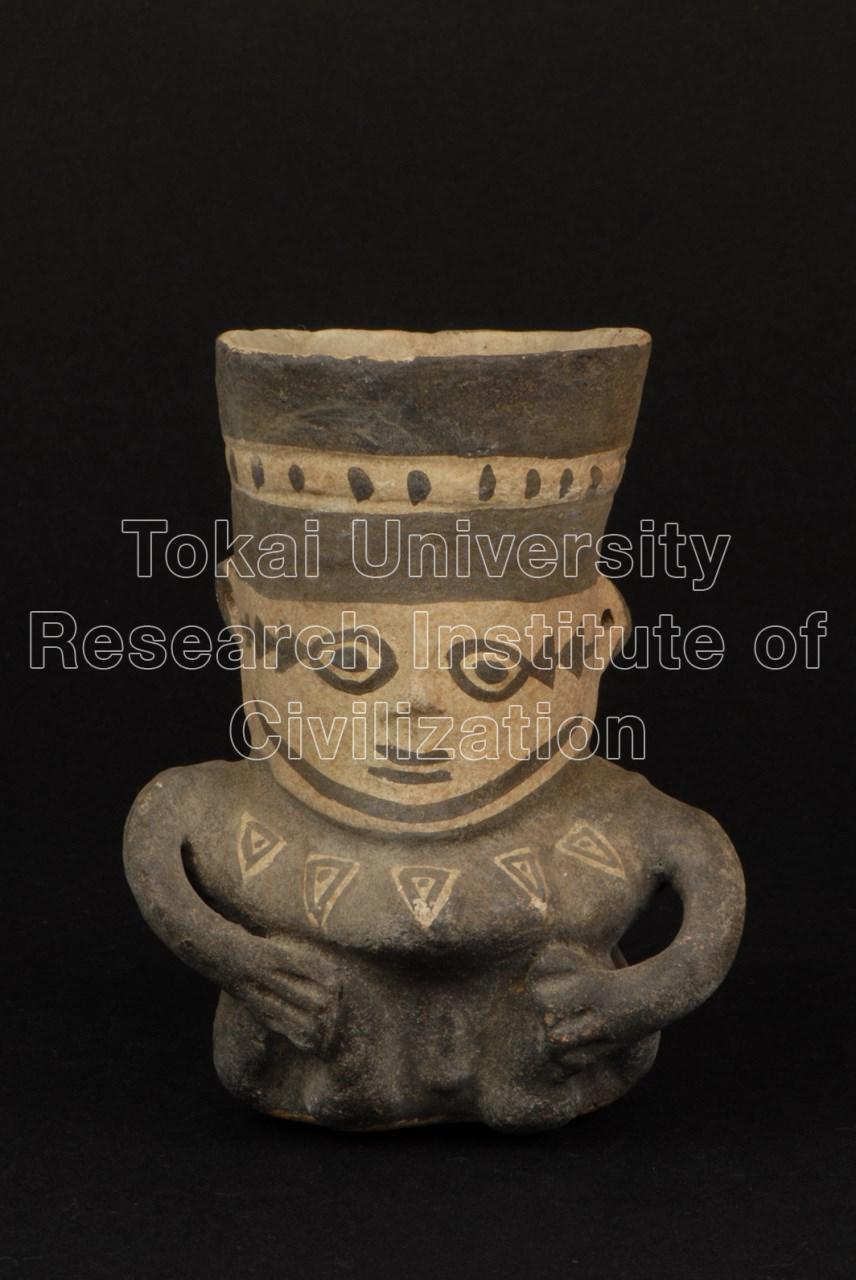 白地黒彩座した男性象形壺