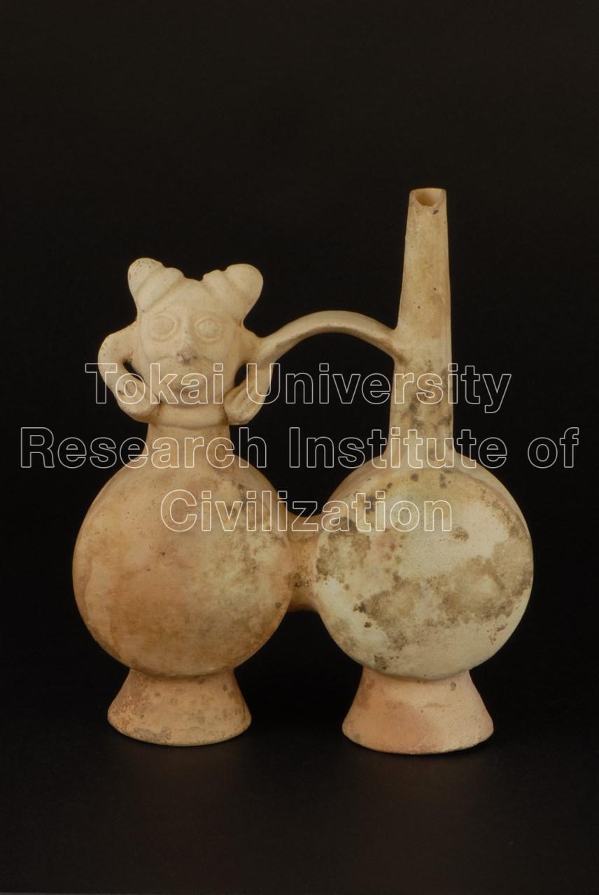 白色男性像飾付双胴壺